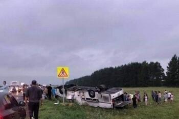 В Башкирии в ДТП погибли шесть туристов, ещё 15 были ранены