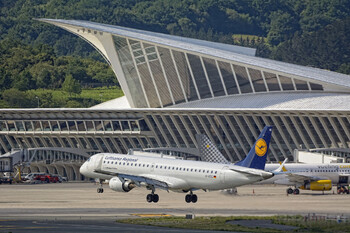 Туристов предупреждают о сбоях в работе испанского аэропорта Бильбао