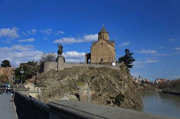 Метехский храм и памятник царю Вахтангу