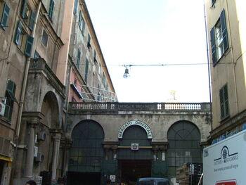Главный вход на Рынок Генуи, лиц. CC BY 2.5