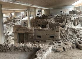 Музей в Акротире - это музей с раскопками города, предположительно погибшего 3500 лет назад от извержения мощного вулкана Санторини