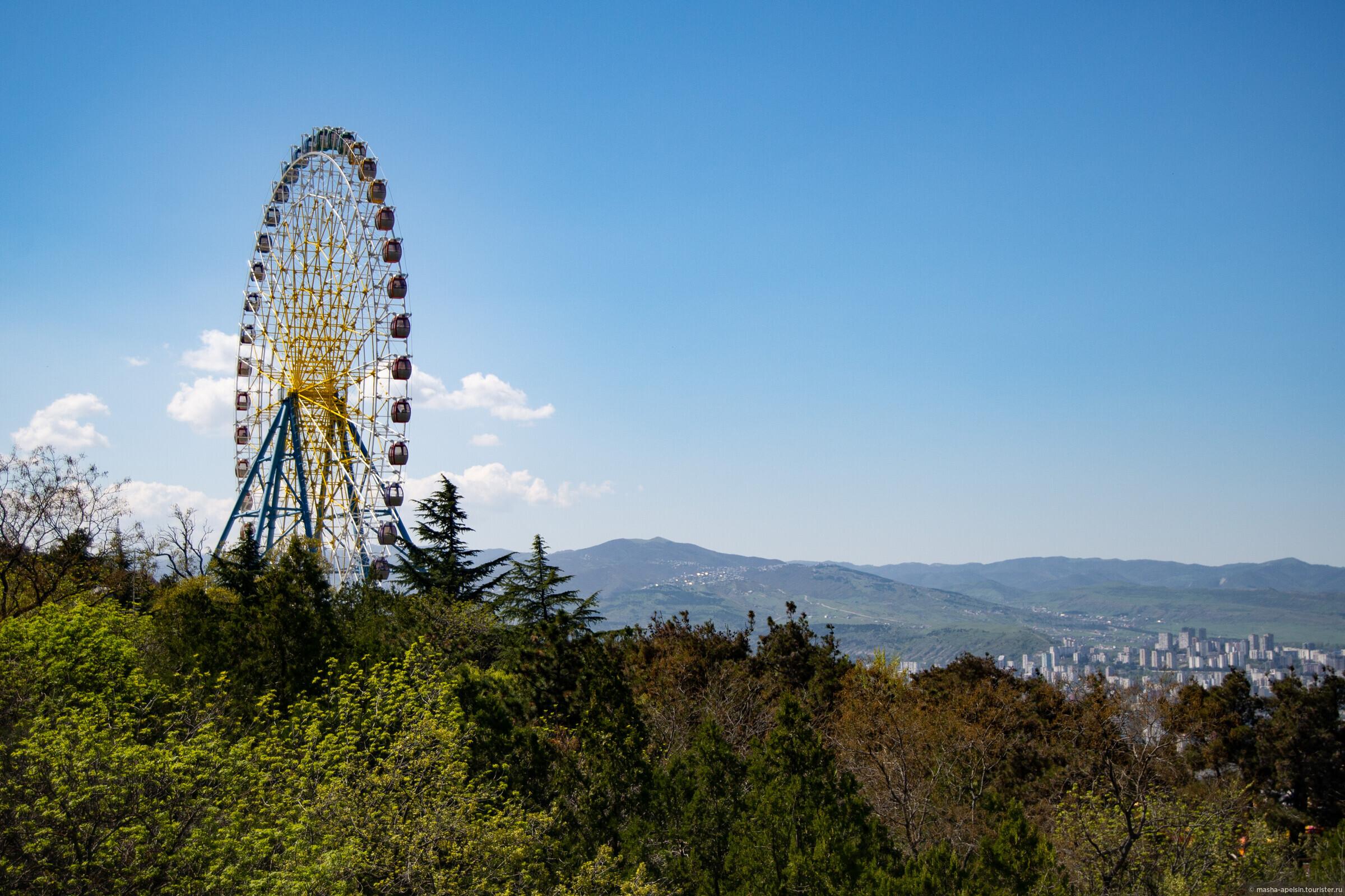 Грузия (день 8). Тбилиси: мост Мира, кафе «Габриадзе», гора Мтацминда, район Абанотубани
