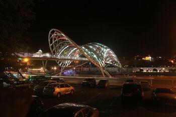 Мост Мира ночью