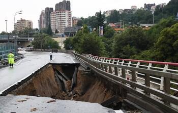 В Сочи из-за дождей обрушился участок федеральной трассы