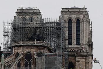 Свод Собора Парижской Богоматери может рухнуть из-за жары