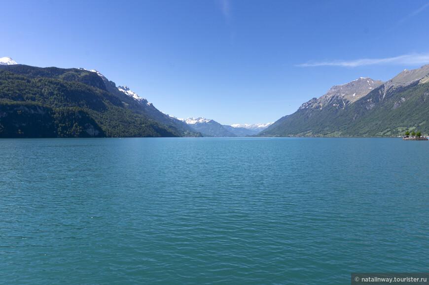 Озеро Бриенц появилось из озера Wendelsee, которое сформировалось  в  ледниковый период. Со временем по центру возникла суша, разделившая водоём на два – Бриенцское озеро и Тунское озеро. Теперь два озера  связывает лишь река Ааре.