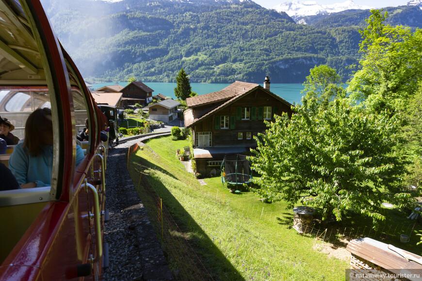 Поезд зубчатой железной дороги Rothornbahn.