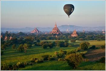 В Мьянме туристам запретили забираться на храмы Багана