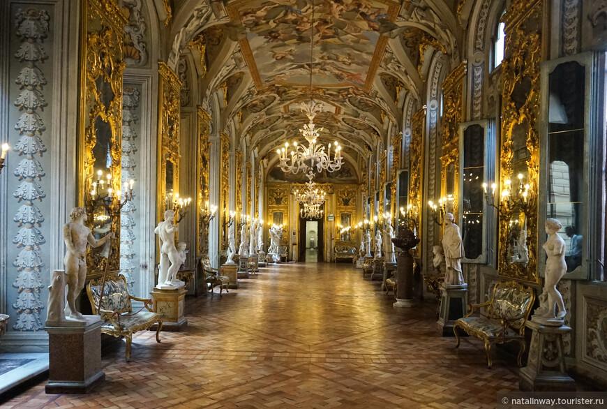 Во дворце Дориа Памфили