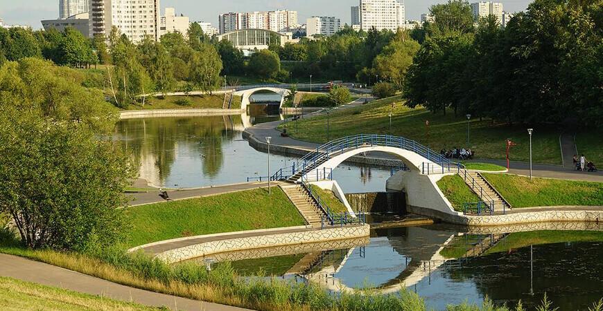 Парк Олимпийской деревни в Москве