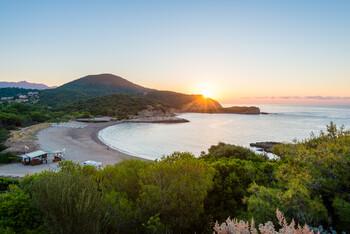 На пляжи Сардинии вернулись 10 тонн украденного туристами песка