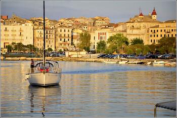 Туристов предупреждают об аномальной жаре в Греции на выходных
