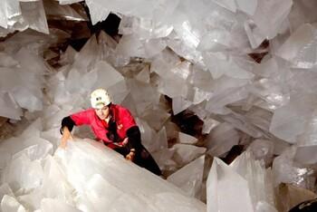 В Испании для туристов открывают уникальную сверкающую пещеру (ВИДЕО)