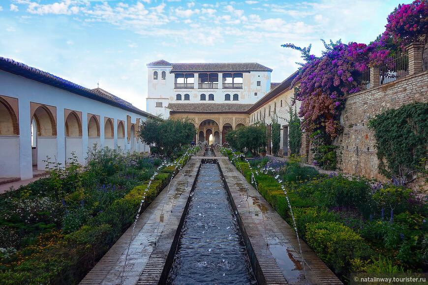 Двор Асекия (Patio de la Acequia) или Двор ручья