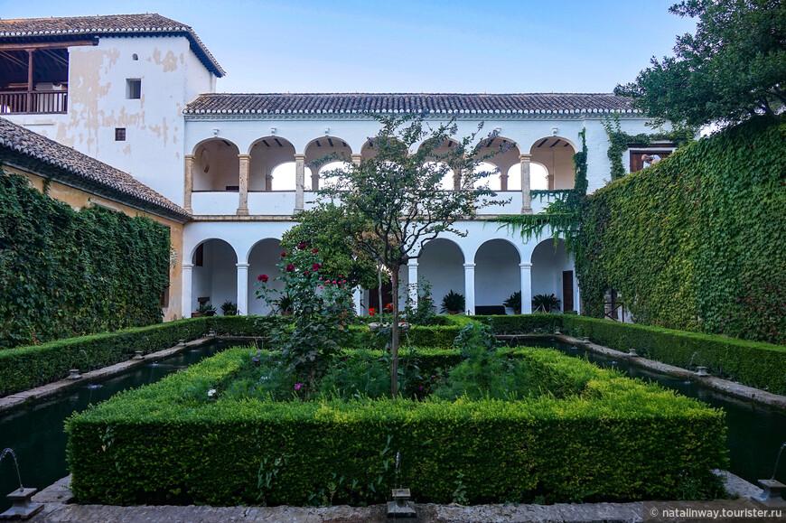 Кипарисовый дворик Султанши