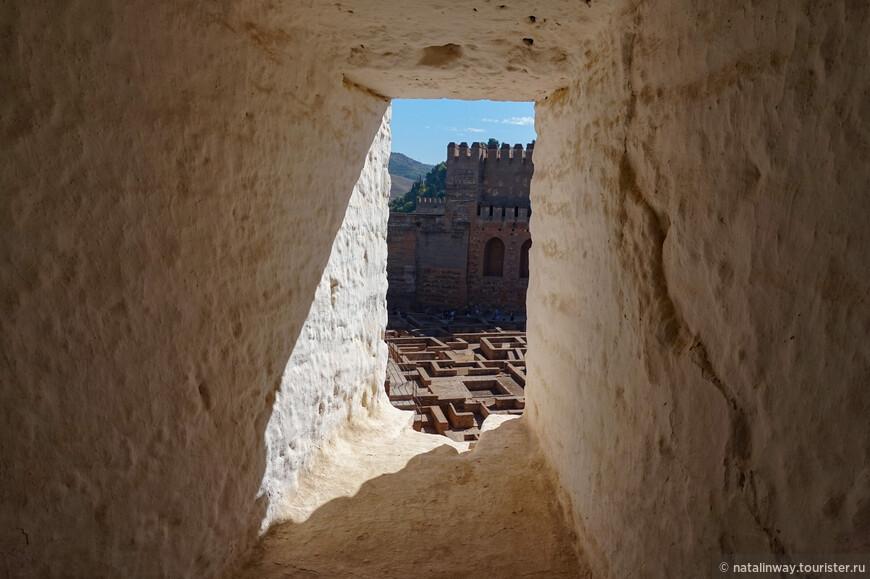 Стены неприступной крепости Альгамбры
