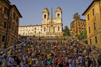 В Риме туристам запретили сидеть на Испанской лестнице