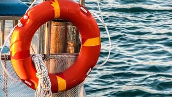 В Сочи двух туристок сдуло с катера в море во время селфи