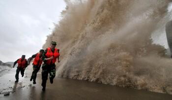 В Китае ожидают супертайфун: объявлен наивысший уровень опасности