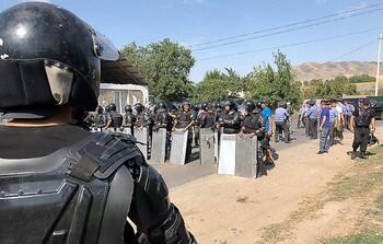 Посольство РФ в Киргизии рекомендует туристам избегать мест массовых акций
