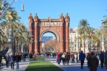 Жители Барселоны просят туристов не рассказывать о городе в соцсетях