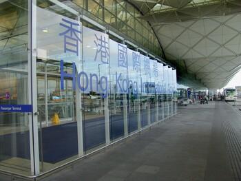 Аэропорт Гонконга приостановил работу из-за акций протеста