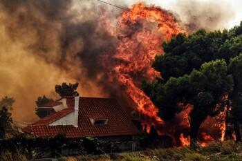 Туристов предупреждают об опасности лесных пожаров в Греции