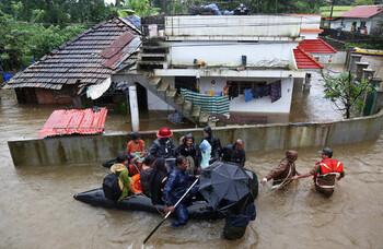 В Индии в результате наводнений погибли почти 200 человек