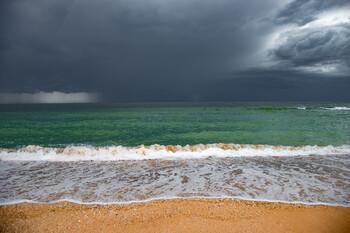 Роспотребнадзор запретил купаться на 11 пляжах Крыма
