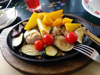 Треска с картофелем и овощами