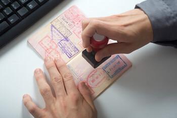 Страны ЕС не будут ставить штампы в паспорте при переходе границы