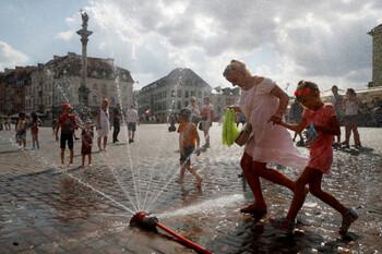 Туристам в Польше рекомендуют не  выходить на улицу из-за аномальной жары