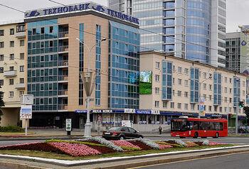 Автобус на проспекте Победителей