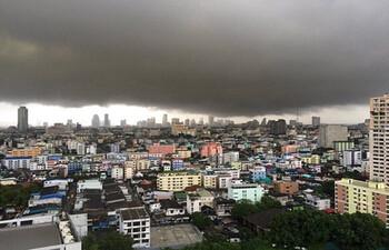 Тропический шторм Подул движется к Хайнаню, Таиланду и Вьетнаму
