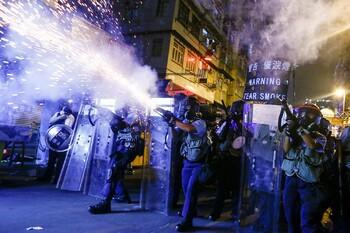 Движение поездов в аэропорт Гонконга приостановлено из-за акций протеста