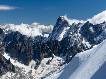 Мэр Шамони просит Макрона защитить Монблан от безумных альпинистов