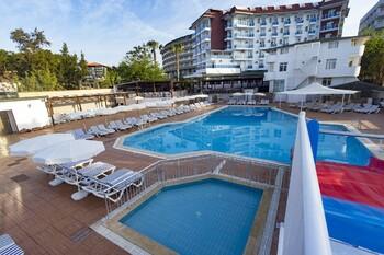 Ребёнок из РФ утонул в бассейне отеля в Турции