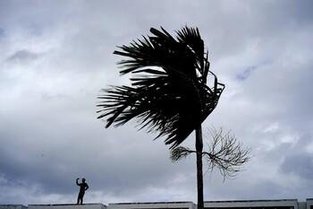 Ураган Дориан вновь усилился и движется вдоль побережья США