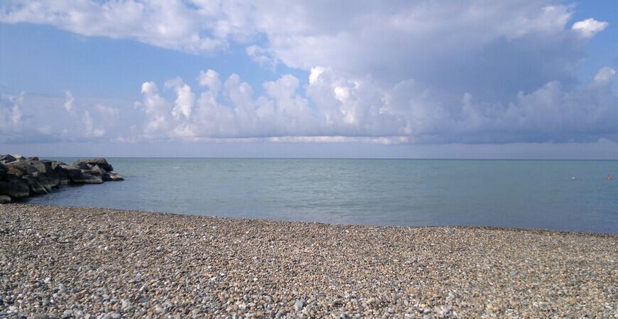 Центральный пляж поселка Якорная Щель