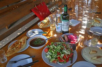 Абхазское застолье в национальном кафе