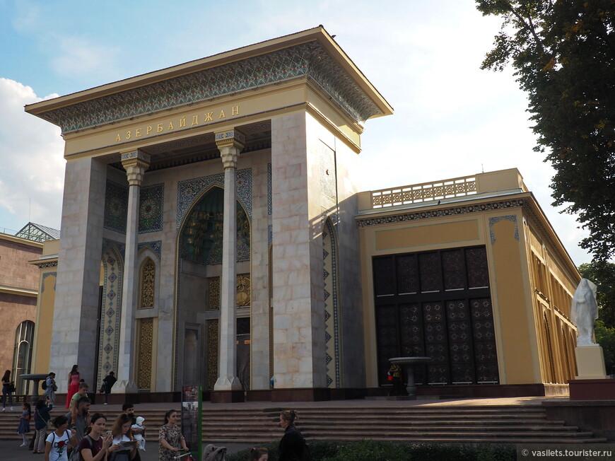Павильон Азербайджана тоже капитально подновили, но, если честно, для меня он не очень ассоциируется с Азербайджаном, как то не хватает национального колорита