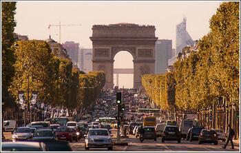 В Париже проходит самая массовая за 12 лет забастовка работников общественного транспорта