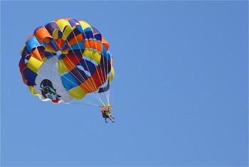 В Турции двое российских туристов пострадали во время парасейлинга