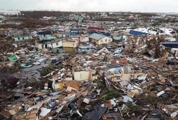 Рядом с Багамскими островами формируется очередной ураган
