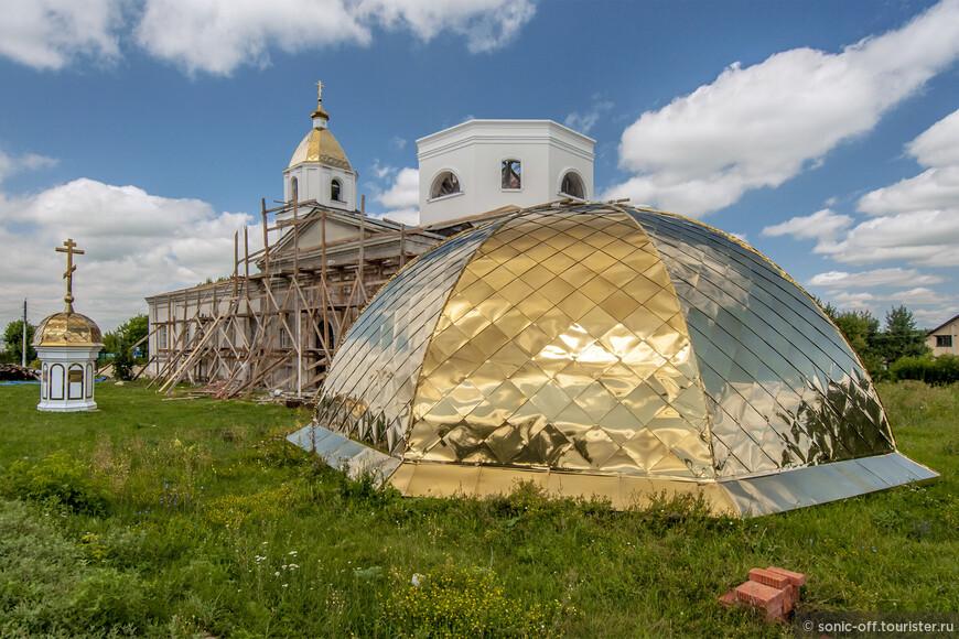 Каменная церковь Богоявления Господня в селе Донское была построена в 1800 году. В советские годы была разрушена колокольня, утрачен главный купол церкви. Богоявленскую церковь приспособили под сельский дом культуры. Сейчас идет восстановление церкви.
