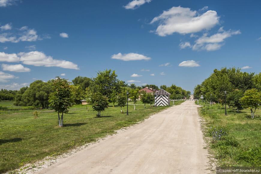 Усадьба Скорняково, расположенная в Задонском районе Липецкой области, стоит особняком среди большинства усадеб нашей страны. Здесь очень гармонично переплетаются история и современность.
