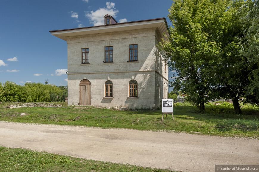 Главный усадебный дом был построен в 1841 году