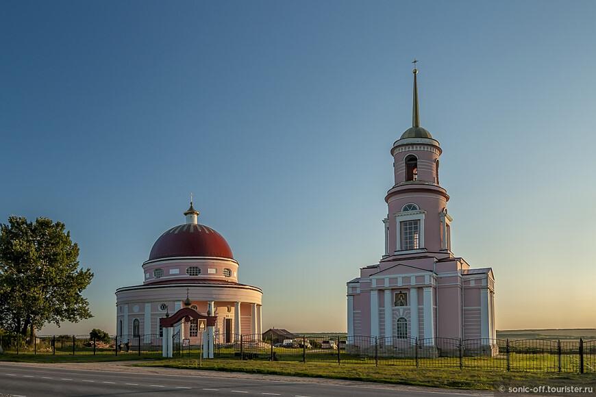 Церкви Митрофана Воронежского (1833 г) и Автонома (1822-23 гг) в Кашарах