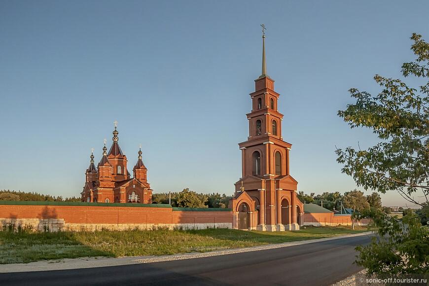 Богородицко-Тихоновский Тюминский монастырь основан в 1814 году. В 1930 году монахини были арестованы и отправлены в ссылку, а настоятельница Мелитина была расстреляна в Елецкой тюрьме. С 1994 года началось возрождение монашеской жизни в монастыре.