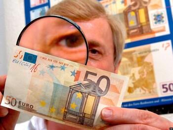 На Крите арестовали туриста из Италии с 12 000 фальшивых евро